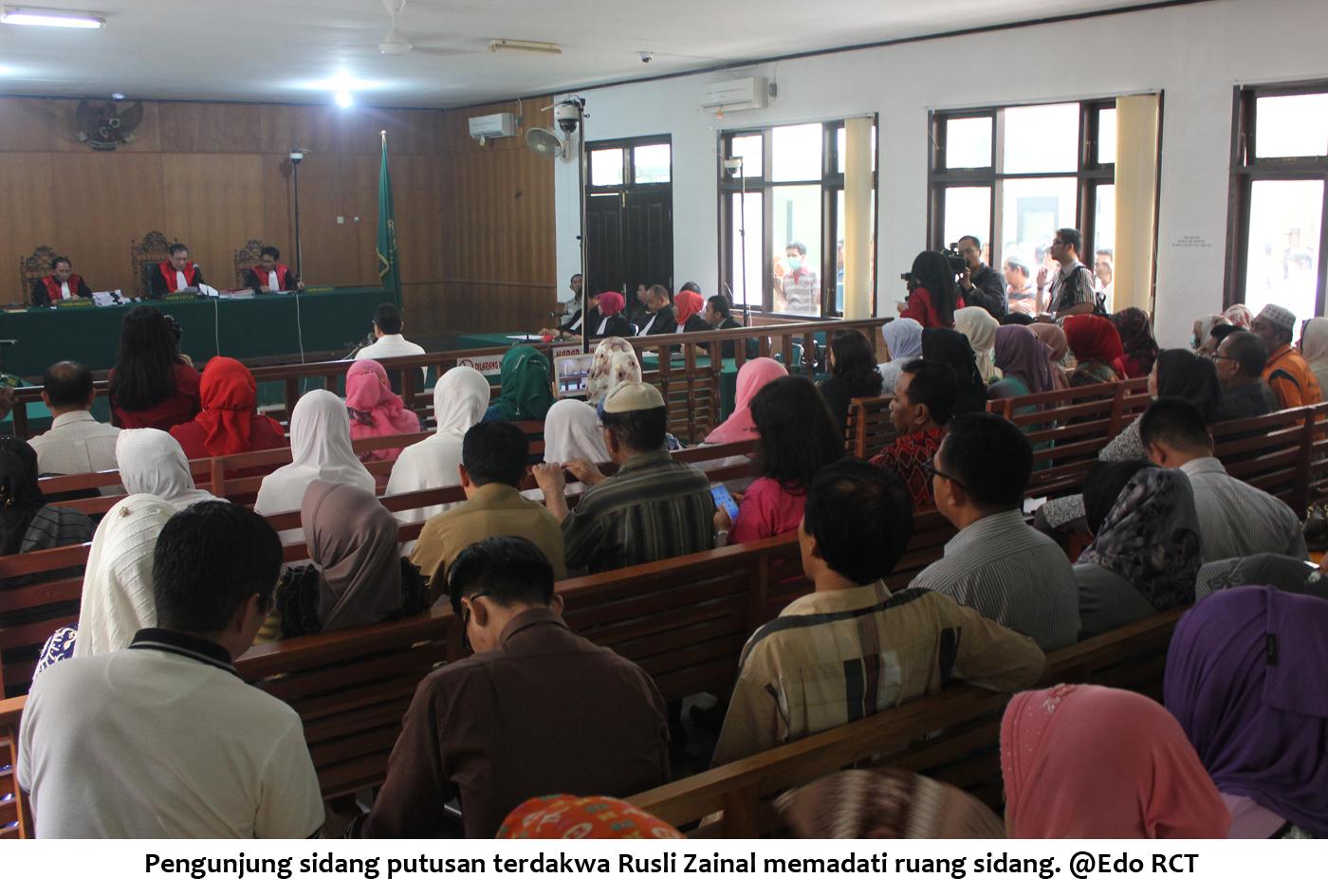 Pengunjung sidang putusan RZ memadati ruang sidang