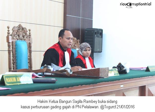 hakim ketua buka sidang 21 jan 2016