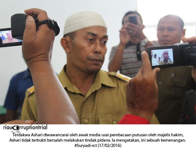Ashari depan Awak media