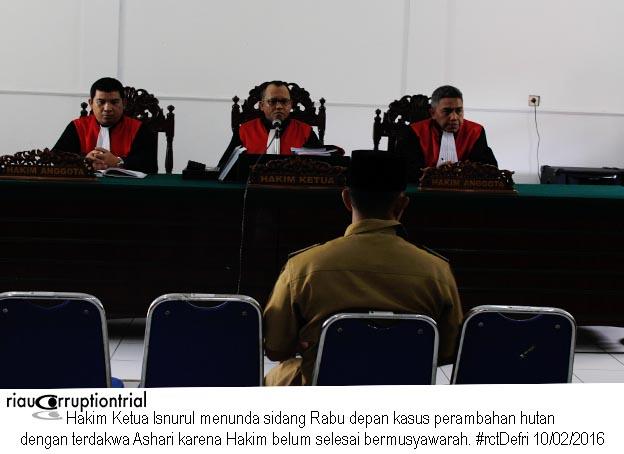Hakim menunda sidang 10Feb2016