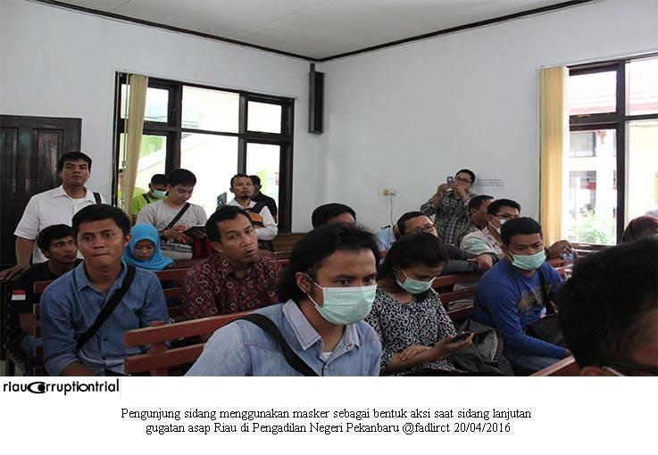 pengunjung gunajan masker cls 20 april 2016